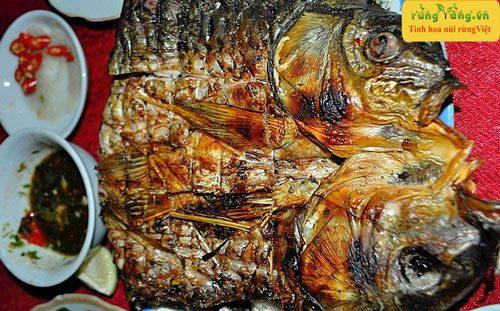 món cá nướng với muối có mắc khén