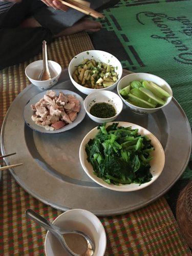 trải nghiệm bữa cơm với gia đình người Thái