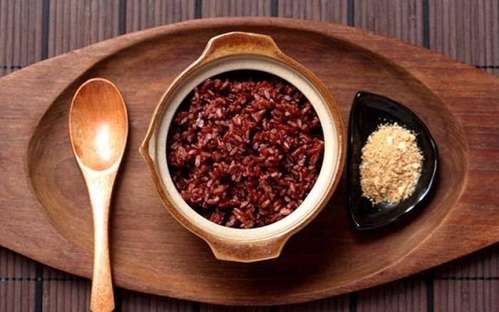 cơm gạo lứt ăn tốt với muối mè